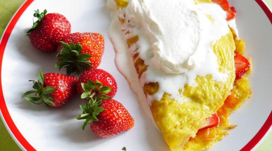 omeleta s jahodami