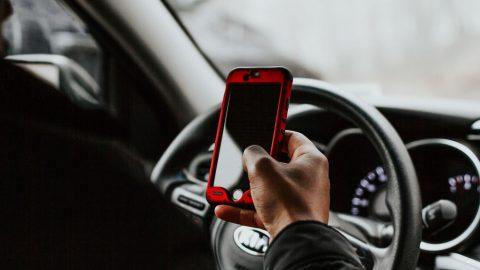 Mobil odložený vautě se může stát výbušninou