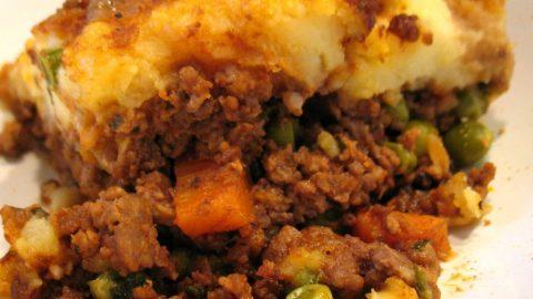 Recept: Mleté hovězí zapečené sbramborovou kaší (Cottage Pie)