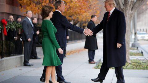 Mluvčí exprezidenta Bushe: New York Times zveřejnil nepravdivé informace, že Bush nepodpoří Trumpa ve volbách