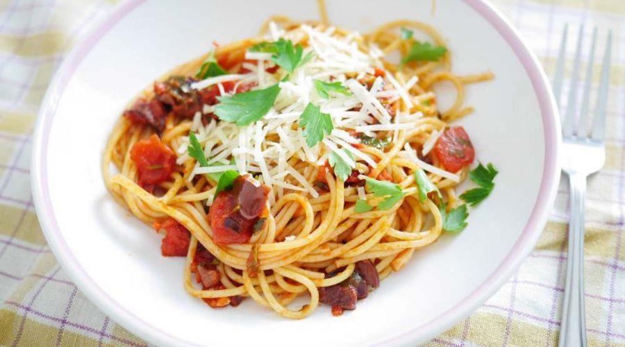 špagety rajčatová omáčka
