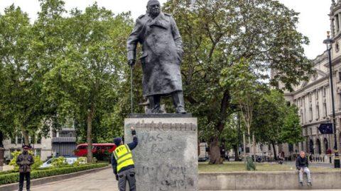 Proč je boření soch obrovská chyba