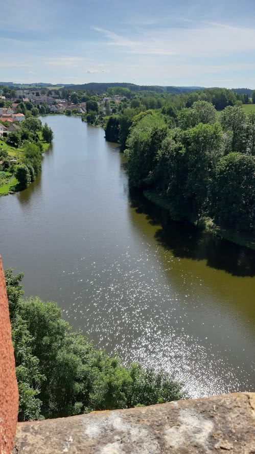 Pohled z věže zámku na hladinu Hutního rybníku. (Z. Danková / ET ČR)