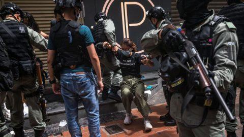 """Restrikce USA vůči Hongkongu budou čínské funkcionáře """"bolet"""", říká expert"""
