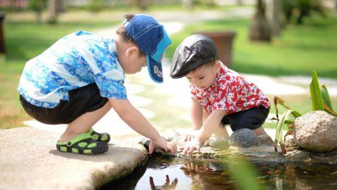 Nechte děti hrát si venku, je to pro ně ten nejlepší lék