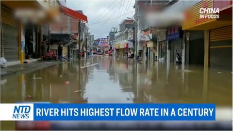 Čínu zasáhlo 6x zemětřesení během 2 dnů. Záplavy pokračují