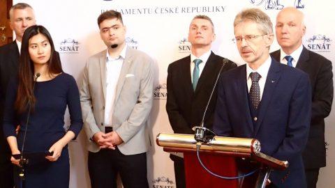 Tisková konference české delegace odlétající na Tchaj-wan. Jedeme podpořit naši ekonomiku aobhájit naše hodnoty