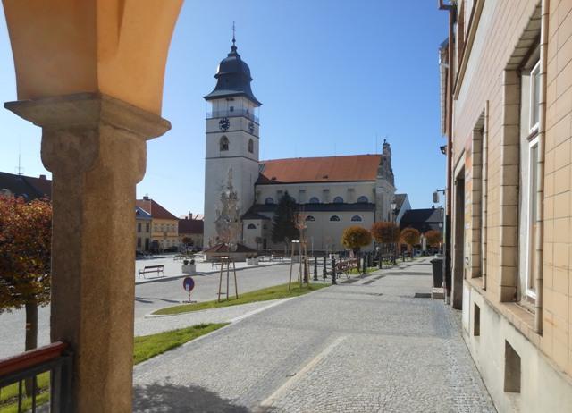 Počátky, náměstí s věží sv. Jana Křtitele.