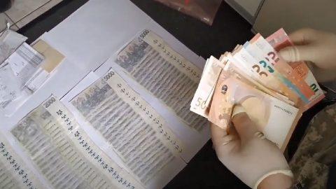 Kladenští kriminalisté obvinili sedm osob za obchodování sdrogami za více než půl milionu