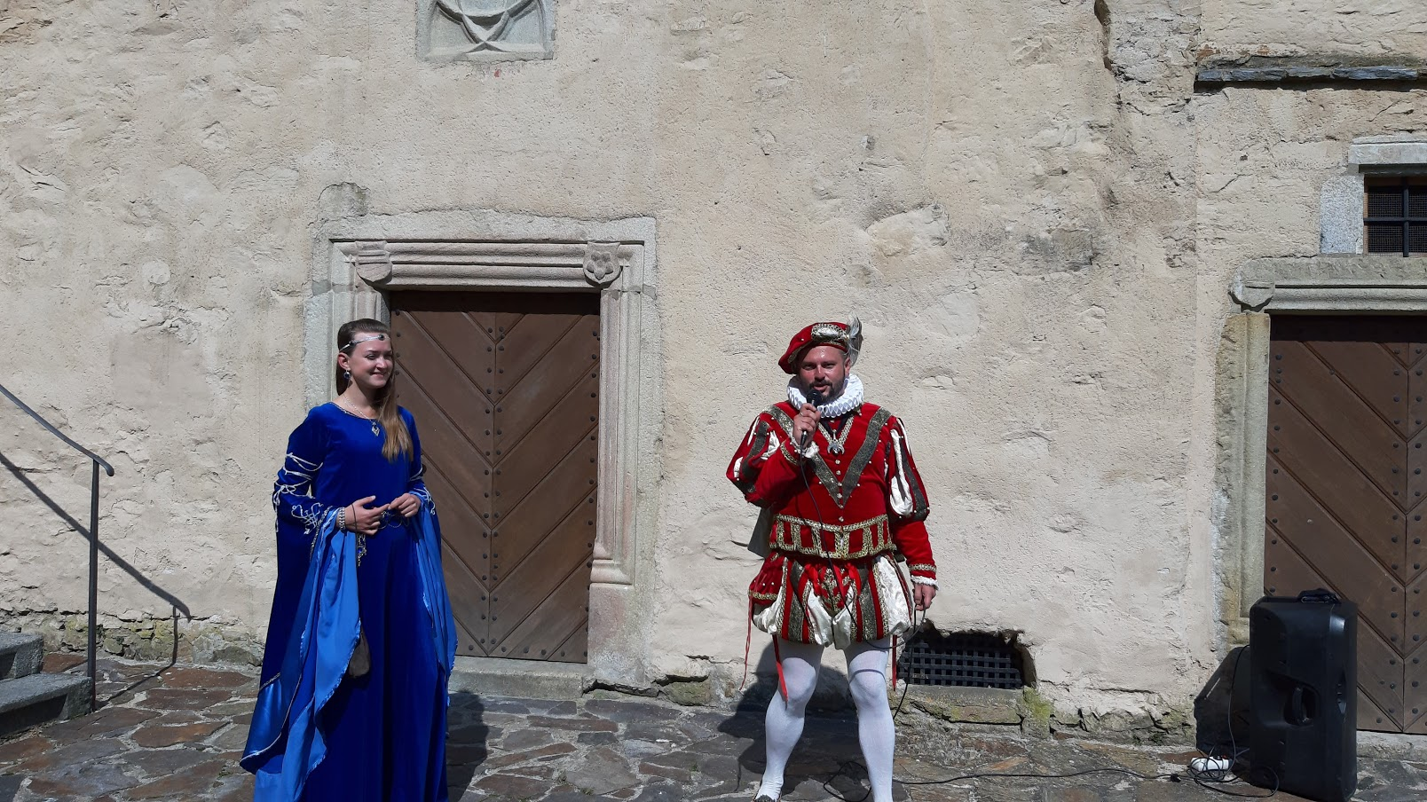 Zachariáš z Hradce se svou chotí Kateřinou z Valdštejna provázejí hradem. (Z. Danková / ET ČR)