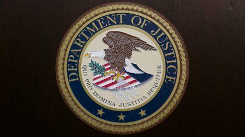 USA: Úřady zatkly 8 Číňanů, kteří se snažili přinutit zběha knávratu do Číny. Používali mafiánské taktiky