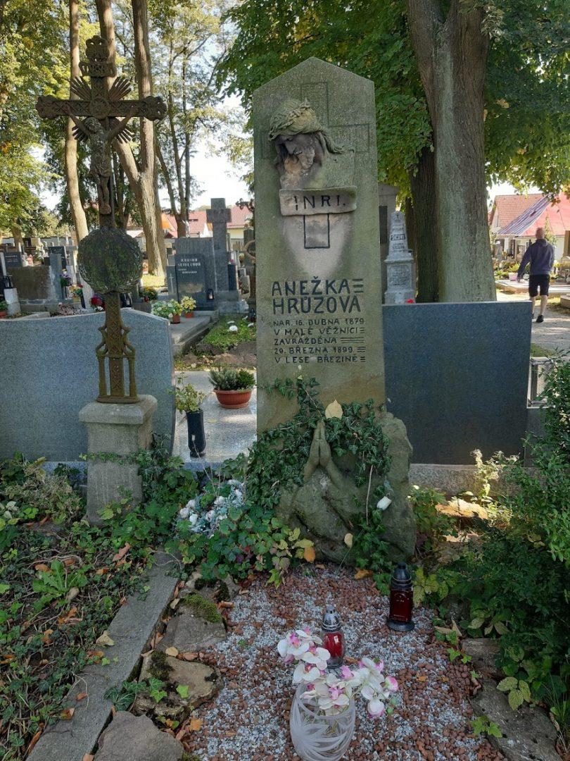 U sv. Barbory se nachází udržovaný hrob nešťastné Anežky Hrůzové. (Z: Danková / ET ČR)