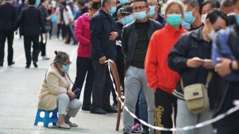 Čínské město uzavírá sousedství anemocnice uprostřed rostoucí epidemie