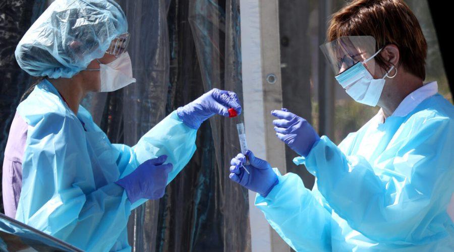 Studie: Úmrtnost na COVID-19 od začátku pandemie výrazně klesá