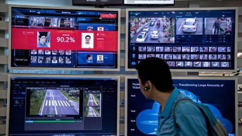 """Uniklé dokumenty popisují, jak čínský režim monitoruje """"nepohodlné"""" osoby"""