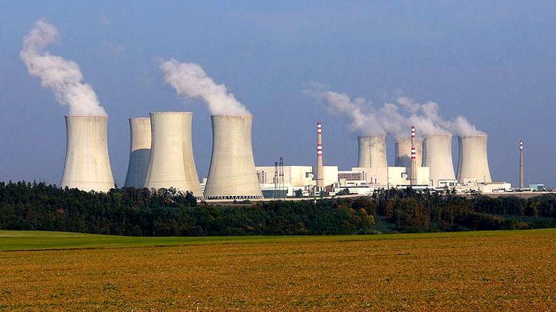 Jaderná elektrárna Dukovany. (Volné dílo)