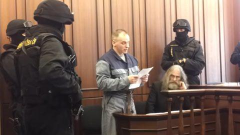 Tempel byl vězněn 5 let kvůli rozsudku, který Ústavní soud zrušil. Soudce ho drží ve vězení neoprávněně, říkají obhájci