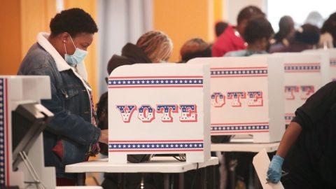 Americké volby 2020 budou mít rekordní účast, říká expert