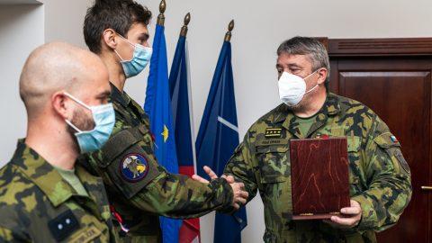 ČR: Generál Opata ocenil vojáky za záchranu lidského života