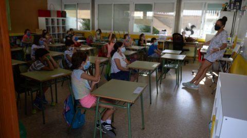 Prvňáci se vrátili do lavic, příští týden nastoupí do škol maturanti, od 30.listopadu další žáci ZŠ