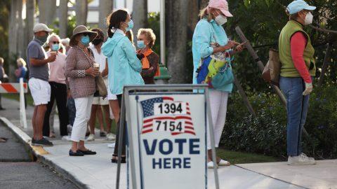 Americké volby: Voliči mohou chodit kurnám iscovidem