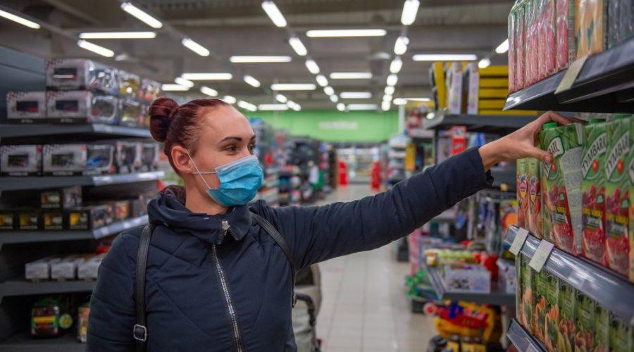 obchody fronty pes koronavirus