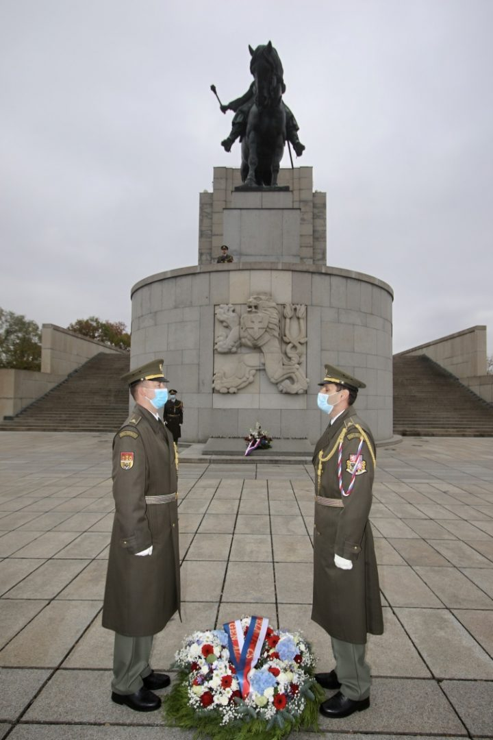Letošní rok byla památka na Vítkově uctěna v komorním duchu. (Michal Voska / army.cz)
