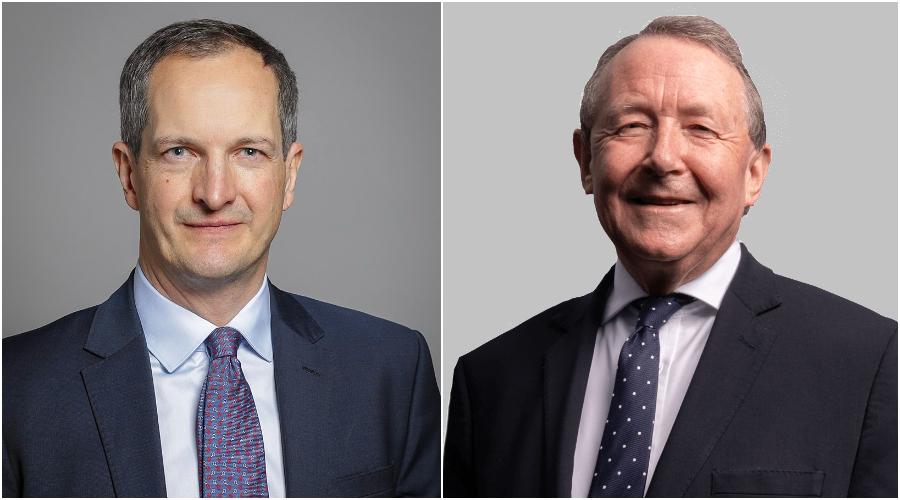 (Zleva) Britský ministr pro inovace James Nicholas Bethell. (Roger Harris / CC BY 3.0). Lord David Alton, člen Sněmovny lordů. (davidalton.net)