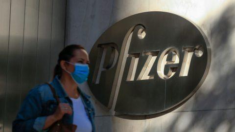 Česko chce objednat dva miliony dávek vakcíny od firmy Pfizer