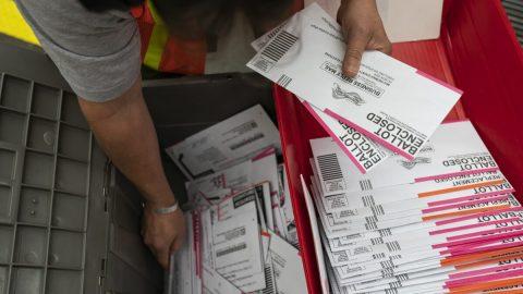 USA: Dva muži obviněni zvolebního podvodu. Měli údajně podat 8000 falešných registračních žádostí