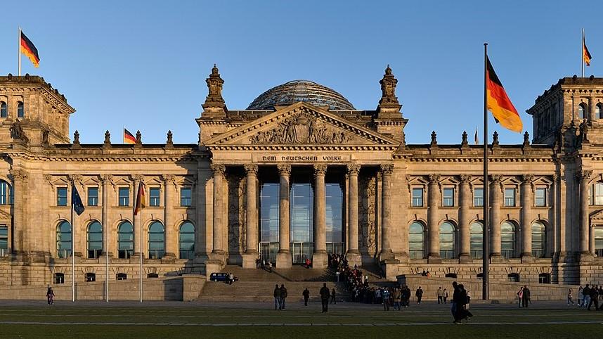 Budova Říšského sněmu v Berlíně, 4. listopadu 2007. (Jürgen Matern / CC BY-SA 3.0)