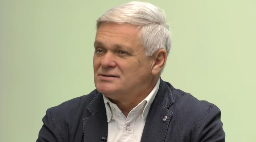 Bývalý ministr financí Vlastimil Tlustý v pořadu Podtrženo sečteno. (Screenshot / YouTube)