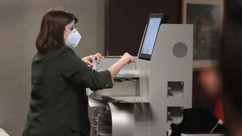 Žena ve státu Wisconsin obviněna zpodvodu, odeslala hlasovací lístek jménem mrtvé ženy