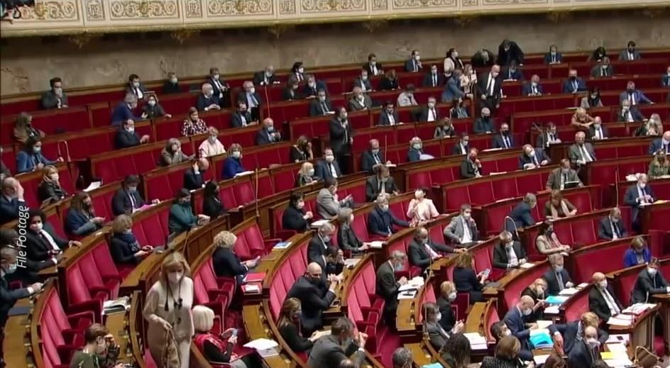 Francie: 60 zákonodárců je znepokojeno praktikami čínských transplantačních center. Navrhují nový zákon. (Screenshot / YouTube)
