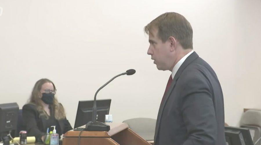 Advokát právní kampaně prezidenta Donalda Trumpa, Jesse Binnall, prezentuje důkazní břemeno během důkazního slyšení ve věci napadení regulérnosti sčítání hlasů během voleb ve státě Nevada. Soud probíhá ve města Carson v Nevadě, 30. prosince 2020. (NTD Television)