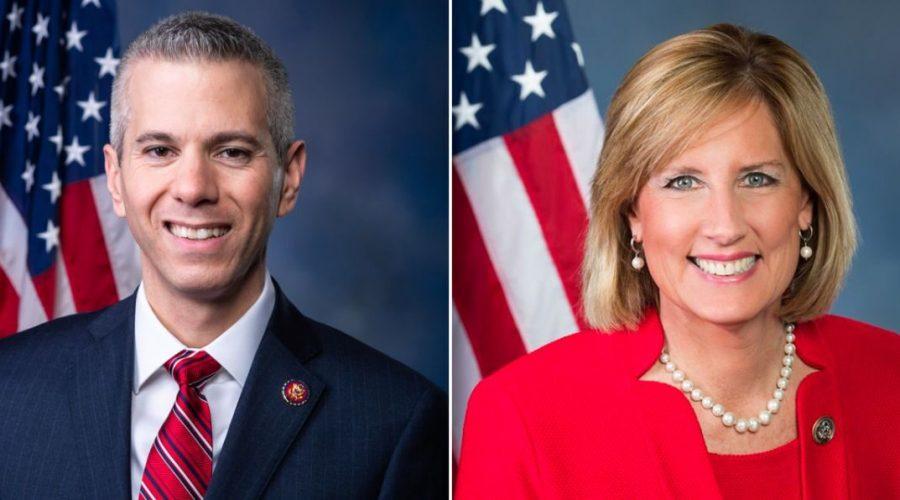 Poslanec Anthony Brindisi (demokraté) a Claudia Tenneyová (republikáni). (Sněmovna reprezentantů USA; kampaň Claudie Tenneyové)
