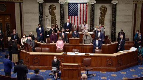 Kongres potvrdil všechny hlasy sboru volitelů, Joe Biden má vítězných 306 hlasů