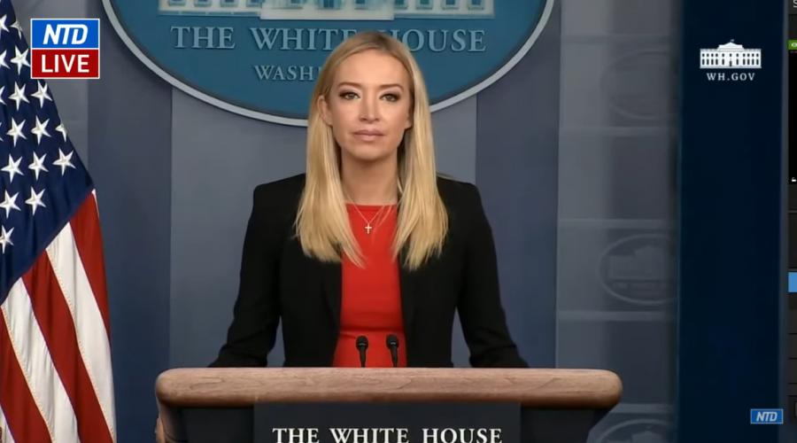Mluvčí Bílého domu na tiskové konferenci vyjádřila postoj celého Bílého domu k násilnostem, které se událi v Kapitolu 6. ledna 2021. (Televize NTD)