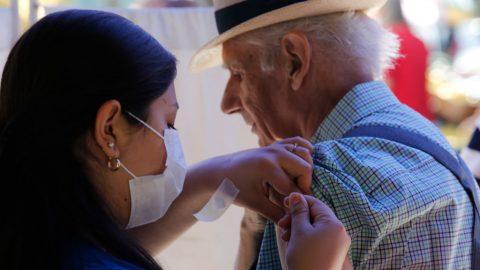 Vakcína na COVID-19: Čína přiočkování vynechává seniory, děti anemocné