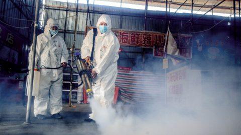 V severovýchodní Číně se zpřísňují lockdowny, koronavirus se znovu rychle šíří