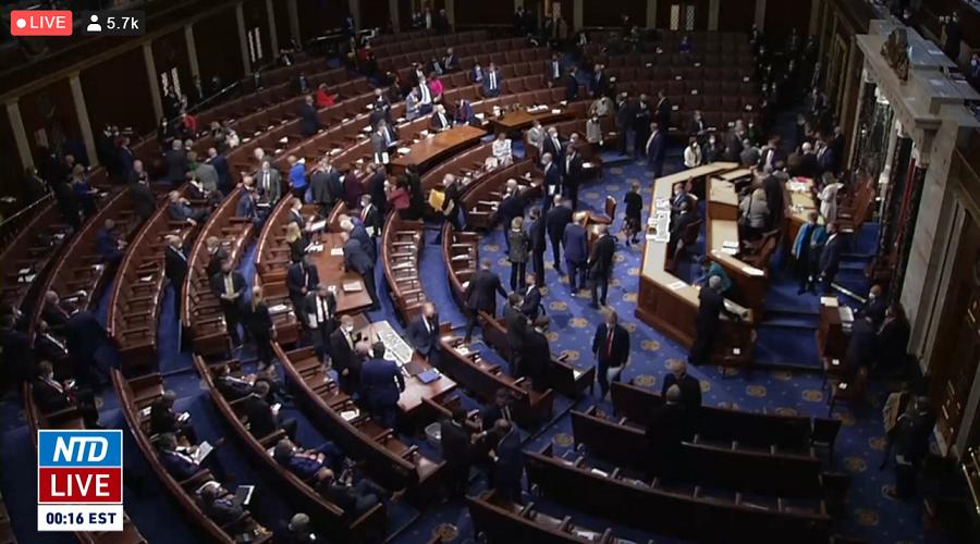 Došlo ke zpochybnění volebních výsledků z Pensylvánie, kongres se podruhé odebral k debatě. (Epoch Times - živý přenos)