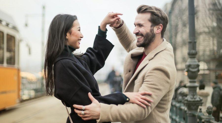 """Dobrá věc je, že tito dva (muž a žena), se nerozlučně spojili ve vzájemné odpovědnosti za """"ztrátu ráje"""", kterou utrpěly. V naději, že se jim to za pomoci vzájemné láskyplné spolupráce podaří zvrátit. (Andrea Piacquadio / Pexels)"""