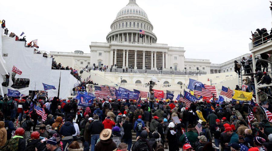 Níže nabízíme časovou osu událostí ze 6. ledna 2021, kde se na prostranství před budovou Kapitolu ve Washingtonu shromáždilo dle odhadů Epoch Times přibližně 500 000 lidí, příznivců prezidenta Donalda Trumpa. (Photo by Tasos Katopodis/Getty Images)