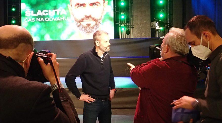 Robert Šlachta promluvil s médii o své kandidatuře do parlamentních voleb. (Milan Kajínek / Epoch Times)
