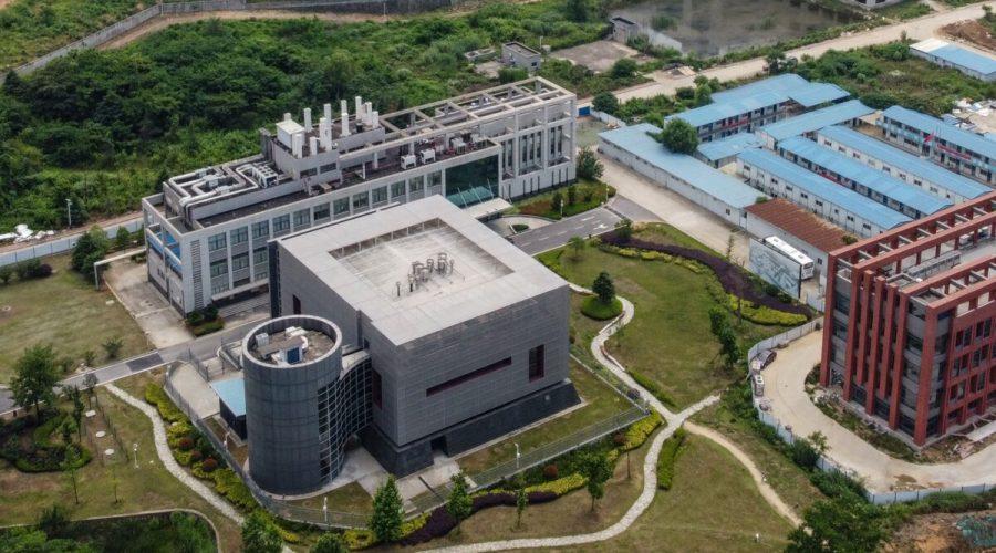 Letecký pohled na virologickou laboratoř P4 (L) v areálu virologického ústavu ve městě Wu-chan, Čína 27. května 2020. (Hector Retamal / AFP přes Getty Images)