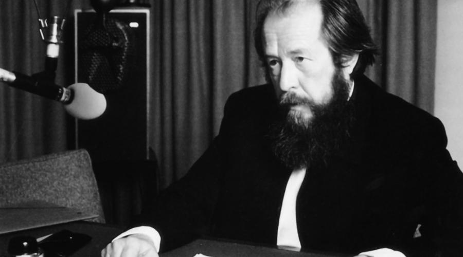 Alexander Solženicyn. Ruský spisovatel, disident, publicista a politický činitel. Roku 1970 obdržel Nobelovu cenu za literaturu. (museodelcomunismo.it)