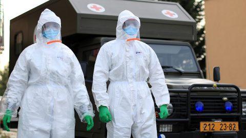 ČR: Vojenští lékaři posílili nemocnici vChebu. Slouží nepřetržitě