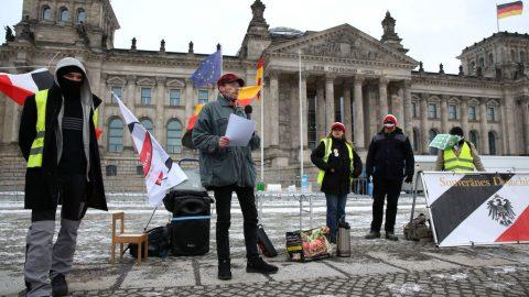Protesty vNěmecku: Shromáždění vChemnitzu aKarlsruhe, kolony aut vHamburku, Zwickau ajinde