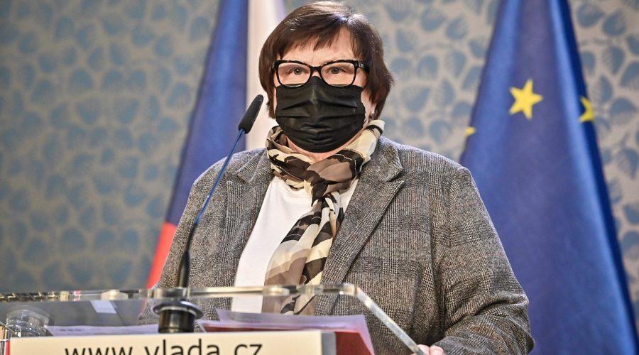 Ministryně spravedlnosti M. Benešová hovoří k novinářům, 1. února 2021. (Vlada.cz)