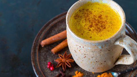Recept, jak posílit imunitu: Popíjejte zlaté mléko